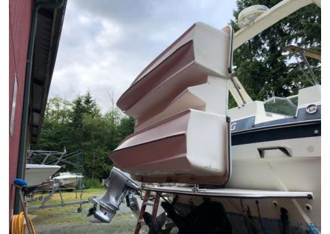 1991 7' Livingston fiberglass dinghy rowboat with oars